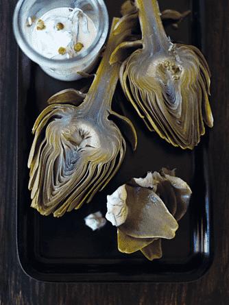 Artiskokker med krydderurtecreme