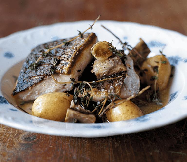 Braiseret multe med timian og nye kartofler