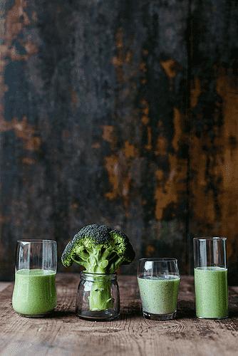 Broccoli, persille og mandelmælk