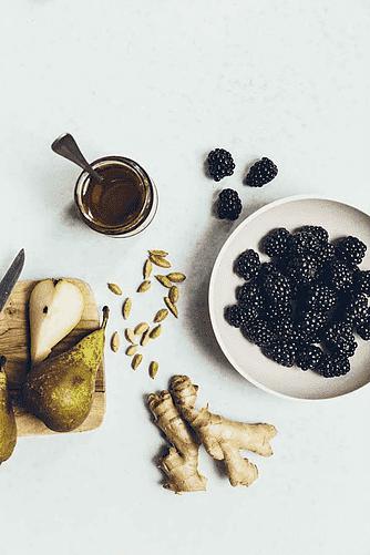 Brombærsaft med pære og ingefær
