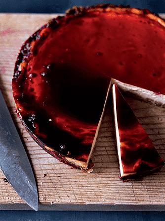 Cheesecake med solbærgelé
