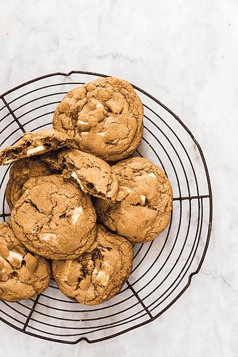 Cookies med tørrede figner og hvidchokolade