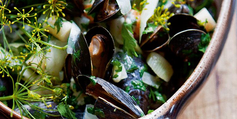 Dampede blåmuslinger med urter