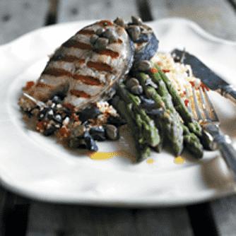 Grillet multe med asparges og bulgur