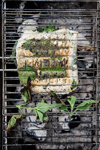 Grillet torsk med brændenælde