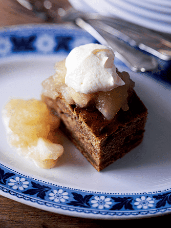 Honningkrydderkage med æblekompot