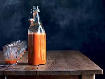 Kålrabi-gulerodsjuice med sød kartoffel