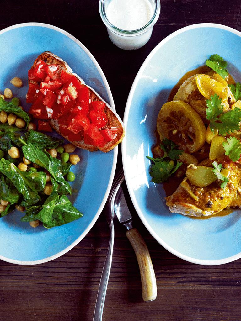 Karrykylling med kikærtesalat og bruchetta