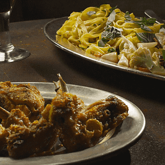 Kylling med pasta, gorgonzola og bacon