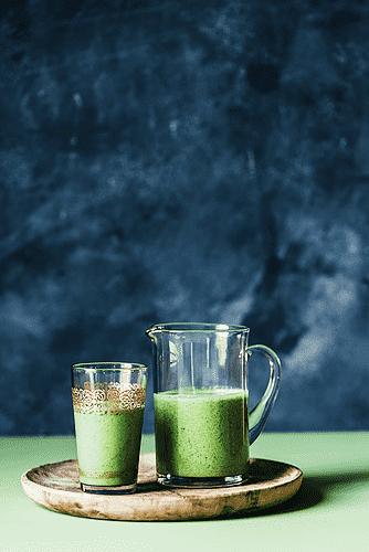 Mango, grønkål og tahin