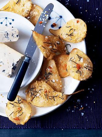Pære i tempura med rosmarin, chili og blåskimmelost