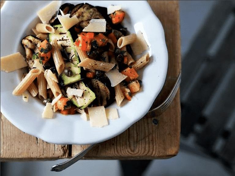 Pasta med kylling, tomat og oregano