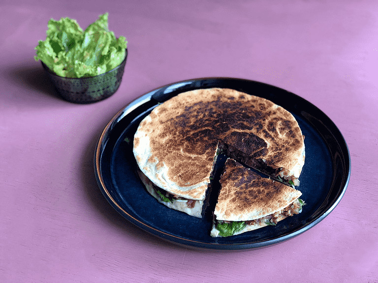 Quesadillas med borlottibønner, spinat og hytteost