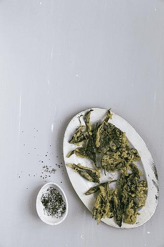 Røllike og ramsløg i tempura