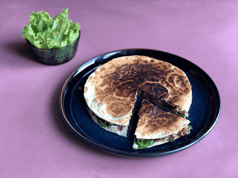 Quesadillas med borlottibönor, spenat och keso