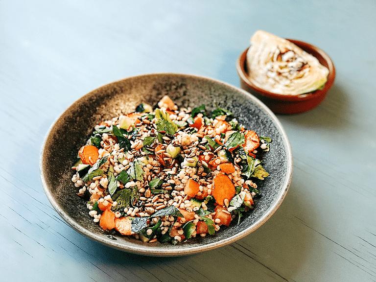 Tabbouleh med durra och stekt spetskål