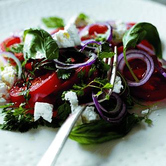 Tomater med fetaost och lök
